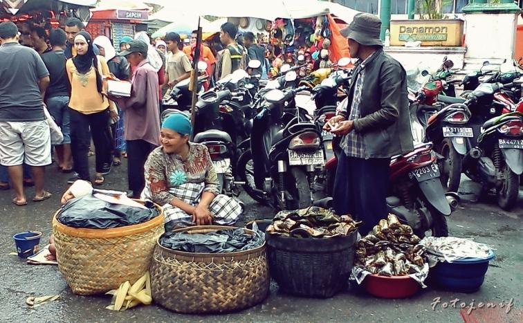 Penjual Jagung Rebus dan Palai Bada, Pasar Ateh-Bukittinggi